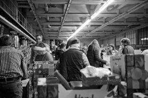 Overzichtsfoto van de inpakavond van de Kerstpakkettenactie Zwolle